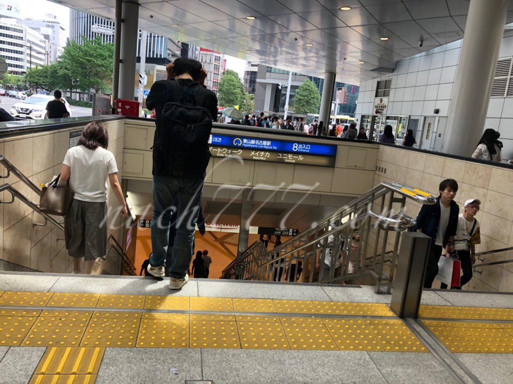 名古屋駅から栄駅に向かう