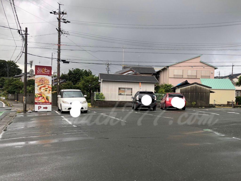 ポエータ入野店の駐車場