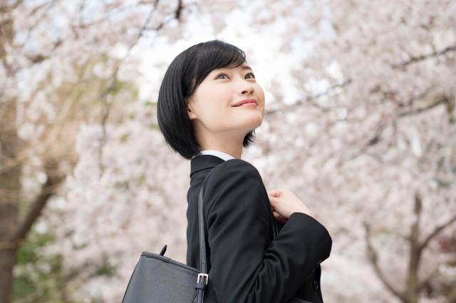 桜と就活生