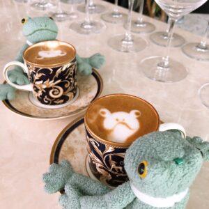 カエルたちのぬいぐるみカフェ
